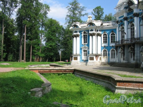 Екатерининский парк (г. Пушкин). Павильон Эрмитаж. Ров. Фото август 2005 г.