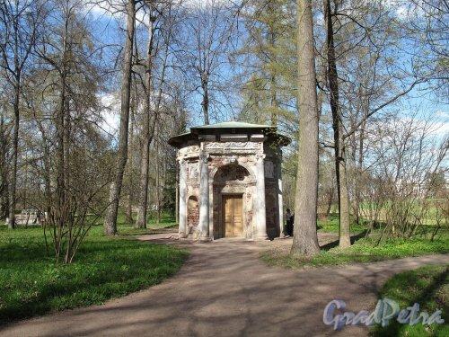 Екатерининский парк (г. Пушкин). Кухня-руина. Фото май 2012 г.