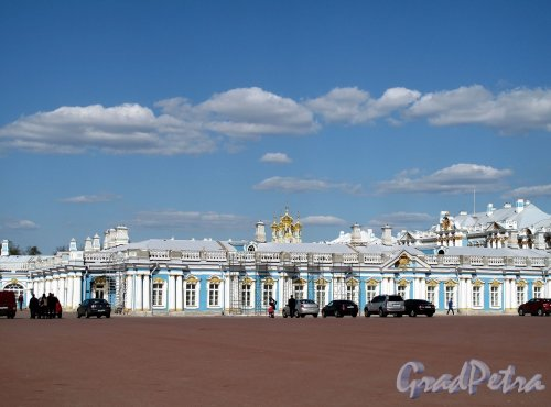 Екатерининский парк (г. Пушкин). Екатерининский дворец. Служебные корпуса. Фото май 2012 г.