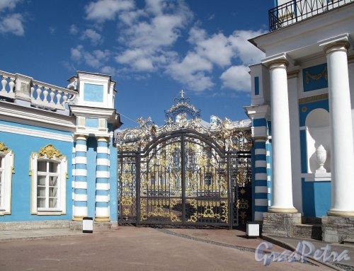 Екатерининский парк (г. Пушкин). Екатерининский дворец. Парадные ворота. Фото май 2012 г.