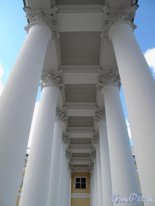 Колоннада Александровского двореца в Царском селе.. Фото май 2012 г.