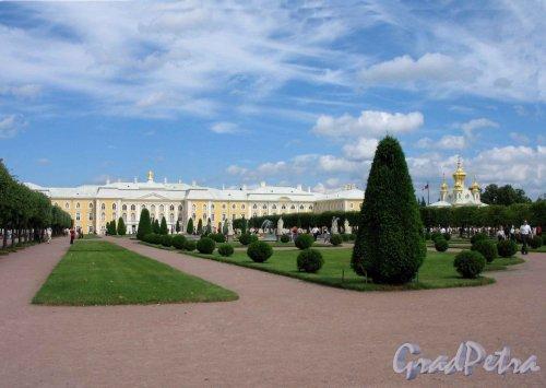 Верхний парк (Петергоф). Большой Петергофский дворец со стороны Верхнего сада. Фото июнь 2005 г.