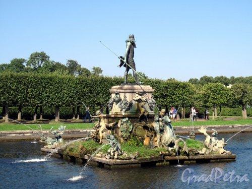 """Верхний парк (Петергоф). Фонтан """"Нептун"""". Фото сентябрь 2006 г."""