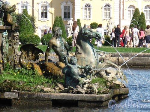 """Верхний парк (Петергоф). Фонтан """"Нептун"""". Фрагмент композиции. Фото сентябрь 2006 г."""
