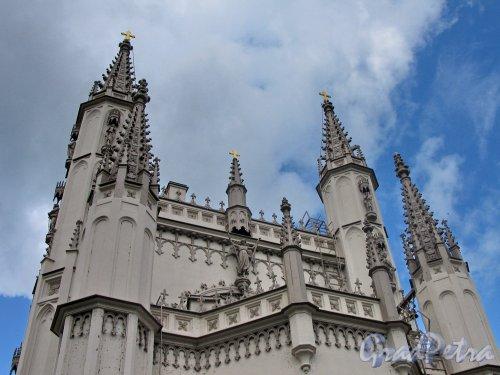 парк Александрия. Церковь Александра Невского (Капелла). Навершие здания. Фото сентябрь 2006 г.