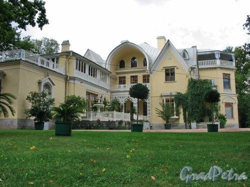 """парк Александрия. Дворец """"Коттедж"""". Общий вид. Фото сентябрь 2006 г."""