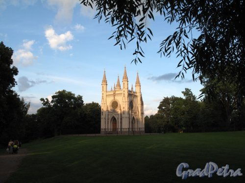 парк Александрия. Церковь Александра Невского (Капелла). Общий вид на закате. Фото август 2009 г.