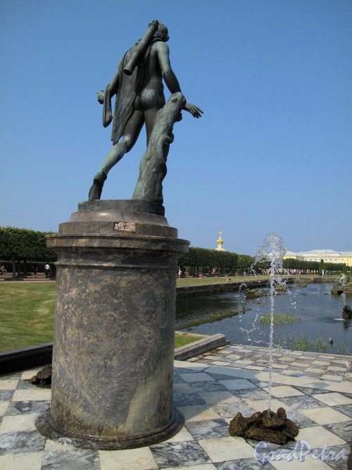 "Верхний парк (Петергоф). Фонтан ""Нептун"". Статуя Аполлона Мусагета. Фото август 2010 г"