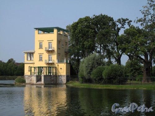 Колонистский парк (Петергоф). Ольгин пруд. Ольгин павильон. Фото август 2010 г.