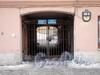 Угловой пер., д. 1. Доходный дом Н. И. Львовой. Решетка ворот. Фото февраль 2010 г.