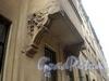 Манежный пер., д. 15-17. Кронштейны эркера левой части здания. Фото март 2010 г.