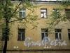 Дойников пер., д.д. 5-7 и 9. На лицевом фасаде хорошо заметен стык между корпусами. Фото май 2010 г.