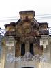 Казарменный пер., д. 1-3 (левый корпус). Здание комплекса построек Гренадерского полка. Фрагмент аттика. Фото апрель 2010 г.