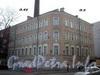 Казарменный пер., д. 2 (левая часть) / Петроградская наб., д. 42. Общий вид здания. Фото апрель 2010 г.
