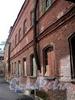 Фонарный пер., д. 1 (дворовый корпус). Бани №43 (б. «Воронинские бани»). Фрагмент фасада, параллельного Фонарному переулку. Фото июнь 2010 г.