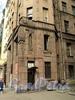 Бол. Казачий пер., д. 4. Доходный дом Н. П. Семенова. Фрагмент фасада левого крыла здания. Фото май 2010 г.