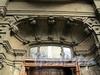 Бол. Казачий пер., д. 6. Доходный дом М.В. Захарова. Оформление дверного проема. Фото май 2010 г.