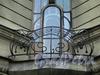 Бол. Казачий пер., д. 9. Доходный дом Зайцева (Ф. И. Кривдина). Решетка углового балкона. Фото май 2010 г.
