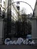 Гродненский пер., д. 1. Ворота курдонера. Фото май 2010 г.