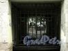 Апраксин пер., д. 11. Решетка ворот. Фото июль 2010 г.