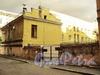 Академический пер., д. 2 / 5-я линия В.О., д. 2 (правая часть). Флигель дома фон Лоде (А. Г. Елисеева). Вид из Академического переулка. Фото август 2010 г.