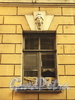 Академический пер., д. 12. Маскарон над окном. Фото август 2010 г.