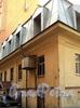 Днепровский пер., д. 1-3 / 7-я линия В.О., д. 16-18. Флигель, выходящий в Днепровский переулок. Торцевой фасад. Фото август 2010 г.