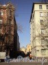 Перспектива Иностранного переулка от 14-й линии В.О. в сторону 13-й линии В.О. Фото апрель 2011 года.
