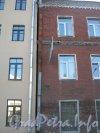 Брандмауэры  домов 9 по Охотничьему пер. (слева) и 7а по Урюпину пер. (справа). Фото июнь 2012 г.