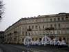 Волховский пер., д. 2.Общий вид здания по набережной Макарова. Октябрь 2008 г.