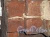 Пер. Ногина, д. 3. Дом причта церкви Смоленской богоматери села Смоленского. Фрагмент сохранившейся каменной части здания. Кирпичная кладка. Апрель 2009 г.