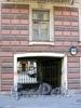 Столярный пер., д. 9. Бывший доходный дом. Ворота. Фото август 2009 г.