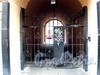 Столярный пер., д. 18 / наб. канала Грибоедова, д. 69. Доходный дом И.С.Никитина. Решетка ворот. Фото август 2009 г.
