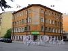 Пер. Лодыгина, д. 9 / Курляндская ул., д. 7. Общий вид здания. Фото июль 2009 г.