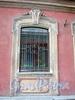 Замятин пер., д. 4. Доходный дом И.О. Утина. Окно первого этажа. Фото июль 2009 г.