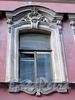 Замятин пер., д. 4. Доходный дом И.О. Утина. Художественное оформление и оригинальная расстекловка окна. Фото июль 2009 г.