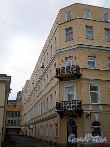 Финляндский пер., д. 1 / 17-я линия В.О., д. 4-6 (левая часть). Бывший доходный дом. Фасад по переулку. Фото октябрь 2009 г.