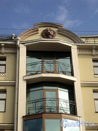 Бол. Казачий пер., д. 2. Фрагмент фасада. Фото май 2010 г.