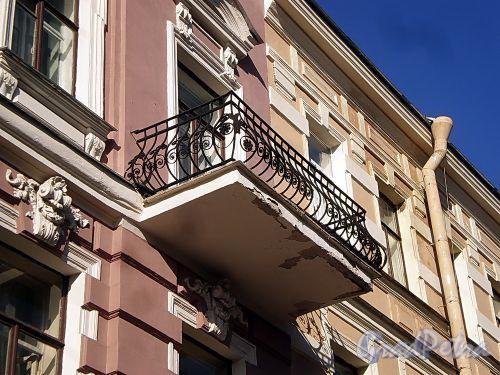 Гродненский пер., д. 14. Решетка балкона. Фото апрель 2010 г.