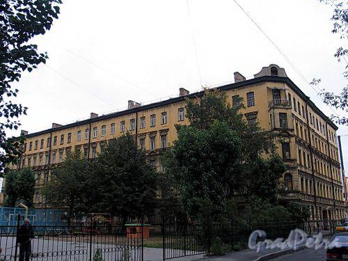 Дегтярный пер., д. 26. Общий вид из двора дома 61 по Суворовскому проспекту. Фото сентябрь 2010 г.