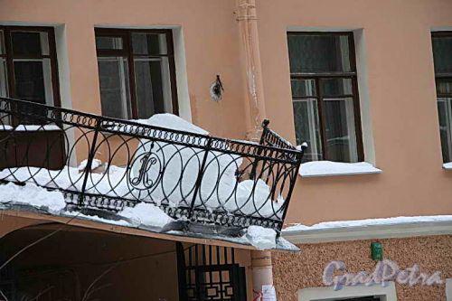 Климов пер., 8. Результат уборки снега 16 декабря 2010 года.