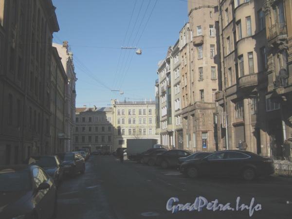 Большой Казачий переулок. Перспектива от Малого Казачьего переулка (слева) в сторону ул. Гороховой. Фото март 2012 г.