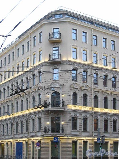 Зоологический пер., дом 2-4. Угловая часть с проспектом Добролюбова. Фото 2 февраля 2013 г.