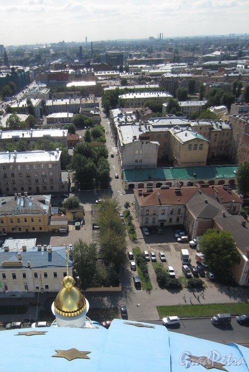 Перспектива Якобштадтского переулка от Троицкого проспекта в сторону 11-й Красноармейской улицы. Фото 21 августа 2012 г.