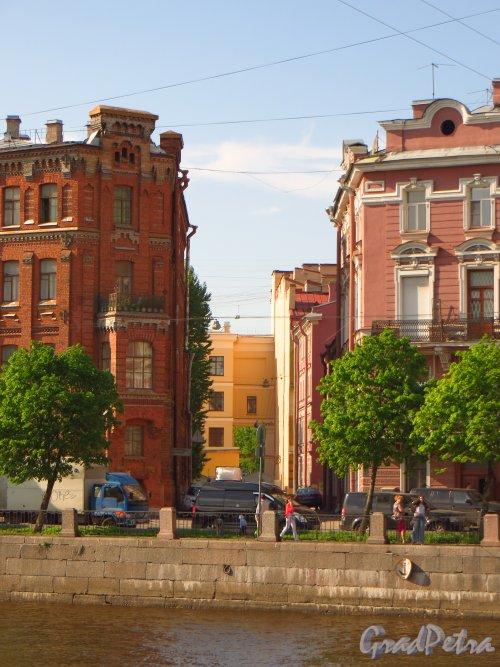 Перспектива Калинкина переулка от набережной реки Фонтанки в сторону улицы Лабутина. Фото 28 мая 2013 г.