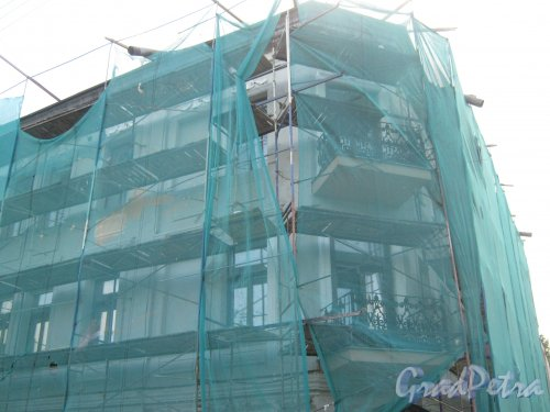 Якобштадтский пер., дом 5. Фрагмент здания во время ремонтных работ. Фото 30 мая 2013 г.