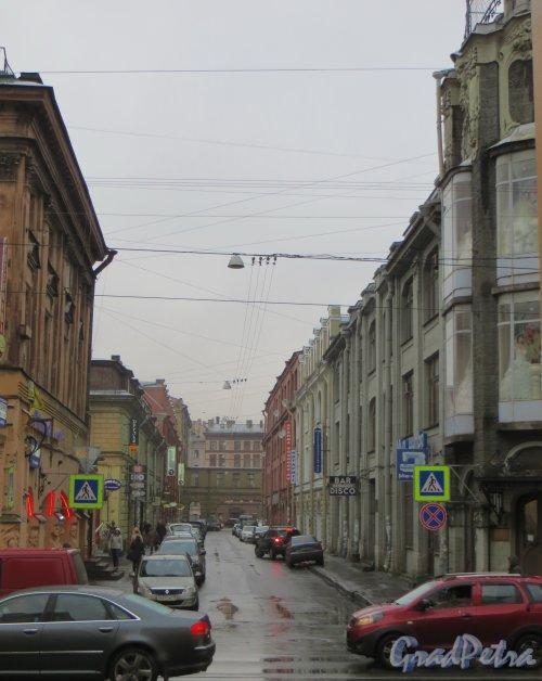Перспектива Банковского переулка от Садовой улицы в сторону набережной Обводного канала. Фото 27 ноября 2013 г.