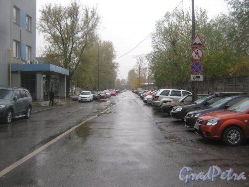 Школьный переулок. Перспектива от улицы Трефолева в сторону Огородного переулка. Фото 15 октября 2013 г.