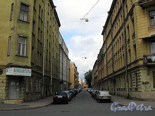 Перспектива Дерптского переулка от Курляндской улицы в сторону Рижского проспекта. Фото июль 2009 г.