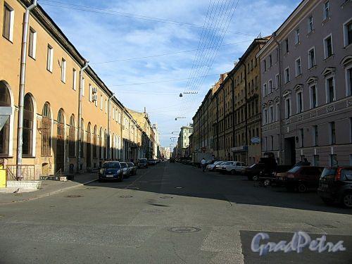 Перспектива Мучного переулка от набережной канала Грибоедова в сторону Садовой улицы. Фото июль 2009 г.